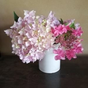 小さな花束で初夏をを楽しむ 〜あじさい 赤編〜