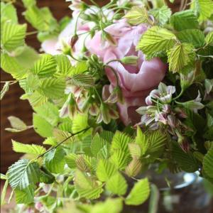 芍薬と姫水木のブーケ、初夏のピンク