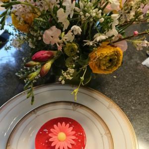 ひな祭りの花とスイーツ