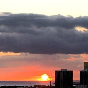 何に見える?本日の夕日&観光地も再始動&ハワイの昔の気候と比べると…
