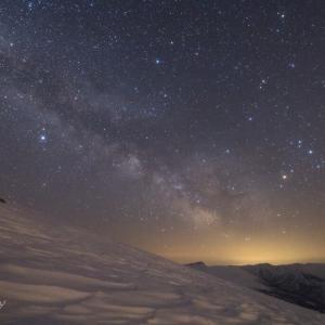 旭岳から観るトムラウシ山と天の川