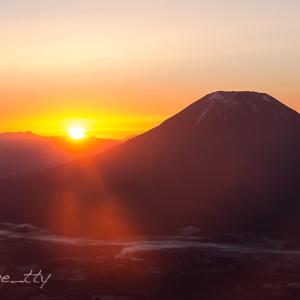 秋の羊蹄山と日の出