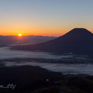 羊蹄山と雲海と日の出