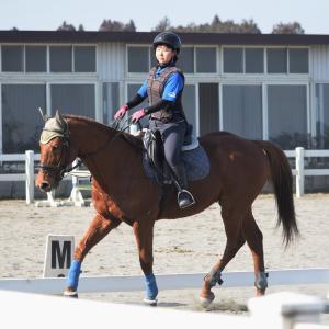 バジガク高校1年生、初めての現役競走馬に騎乗!!