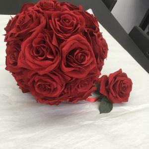 真っ赤なバラのまる~いラウンドブーケ♬