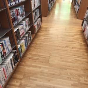 図書館で借りてきた本は カゴで収納♪