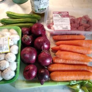 ありったけの野菜を使った煮込み