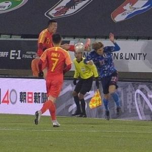 【悲報】カンフーサッカーの中国代表DF、反省0「むしろ橋岡が頭をぶつけてきた!」