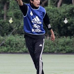 【画像】内田篤人コーチ、U19日本代表で初仕事!カッコ良過ぎワロタ