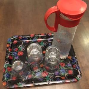 夏の熱中症予防に氷水や麦茶サービス始めました。