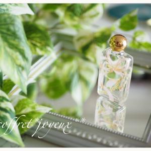 シンプルなのに難関な品々。香水瓶&箸置き