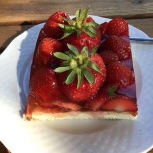 アスパラガス農場の苺のケーキ