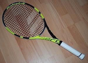 テニスラケットのガットの張り替え