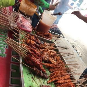 フィリピンのストリート焼き鳥BBQ
