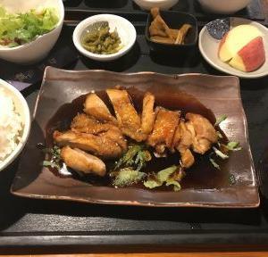 新高  日替わり定食A(鶏の照り焼き)