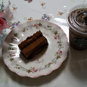 チョコレート with アーモンド プラリネ フラペチーノ。