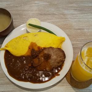キッチンsakaのハッシュドビーフハンバーグ&オムライス。