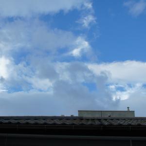 朝夕、窓外の雲を撮る