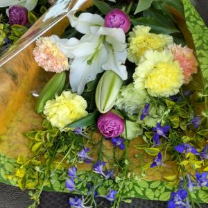 母の日の花束ですー
