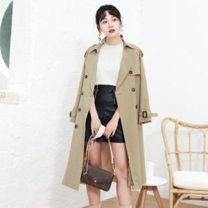 【2019年秋冬ファッション】エレガントやカジュアルにも!オトナの女性らしくきまるトレンチコート