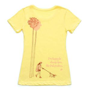 TORTOISE 52 008 Girl, Dog and Palm Trees レディースTシャツ