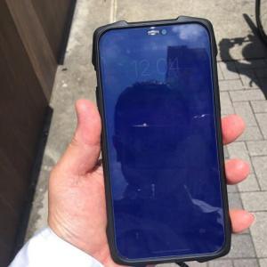 エレコムの「STRONGGLASS」ブルーライトカットは太陽の下では何も見えない!!