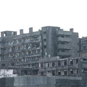 地元には心霊スポットで有名な廃病院だか、廃宿だったか、山の麓にぽつんとある、4階建ての建物がある。