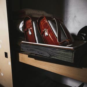 昔ゲームボーイのマリオを押入れ側を背に布団に寝転がってやっていた。 その時何やら背後に気配。