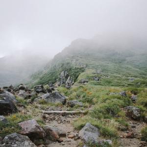 東海地方G県の山中でラリーの大会があり、途中で1台の車が行方不明になりました。