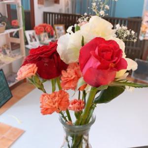 お店がお花の匂いでいい匂い