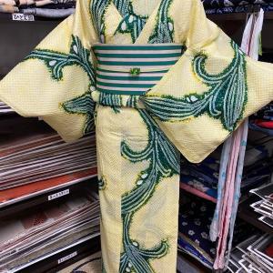 レモンイエローが爽やかな絞り浴衣コーデ