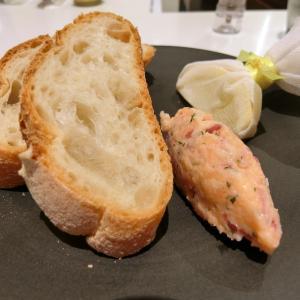 キャビア&サーモン専門店でサクッとランチ@CAFE PRUNIER PARIS