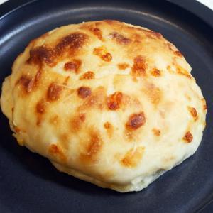 チーズの香りがたまらない♪モチモチ食感なチーズパン@DEAN&DELUCA