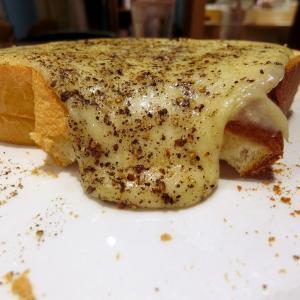 何度もリピしたくなるたっぷりチーズトースト@CENTRE