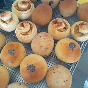 大量のパンを焼きました