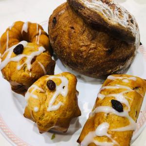 パン修行 スパイシーブレッド&レーズン種のマフィン