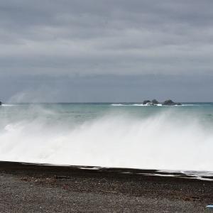 七里御浜と高浪
