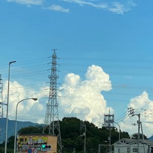 積乱雲と石鎚山とさくらの湯