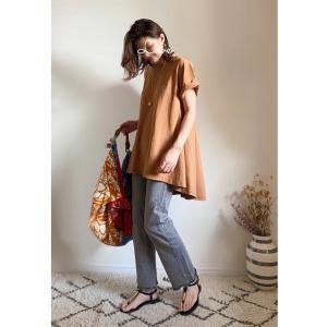 ラフなデニムxTシャツスタイルに、映える!zaraの柄バッグ!