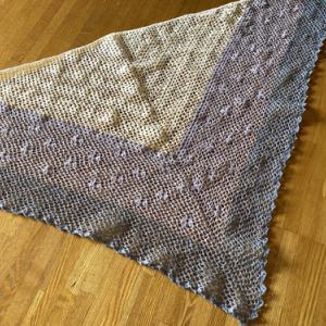 春夏用のネット編み三角ショール