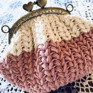 かぎ針編みのがま口ポーチ