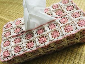 モチーフ編みのティッシュボックスカバー
