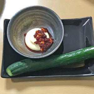 胡瓜1本丸かじり(マヨネーズ&食べるラー油)