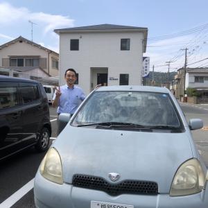 梅谷事務所のアイドルカー「ヴィッツ」