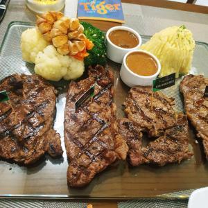 ローカルステーキ店@Vinh Steak 'n Ale