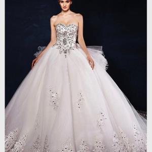 王道派必見の豪華ウエディングドレス&可愛いハート柄舞台スーツby『ドレス紳士舞台礼服の専門店』