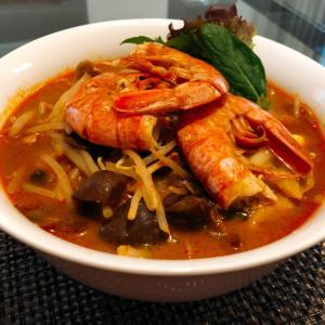 トムヤムクン麺とポルチーニ麺