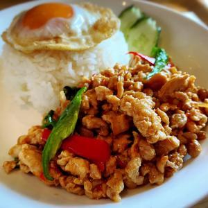 トムヤムクン麺とガパオライス