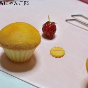いちごのカップケーキ・カードスタンド