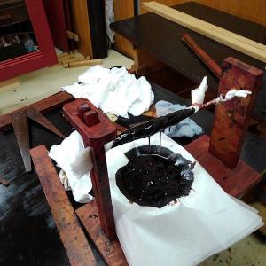 水屋箪笥⑦ 漆塗り(上塗り)